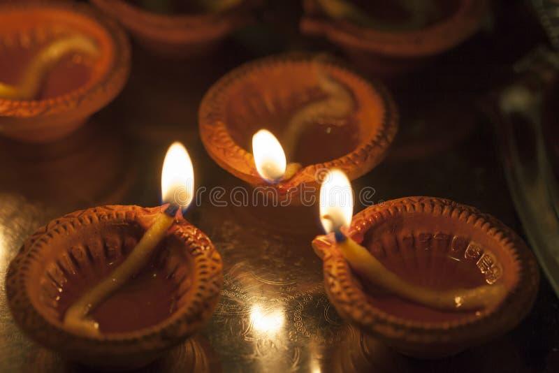 Lampada dell'argilla che brucia per Diwali fotografia stock