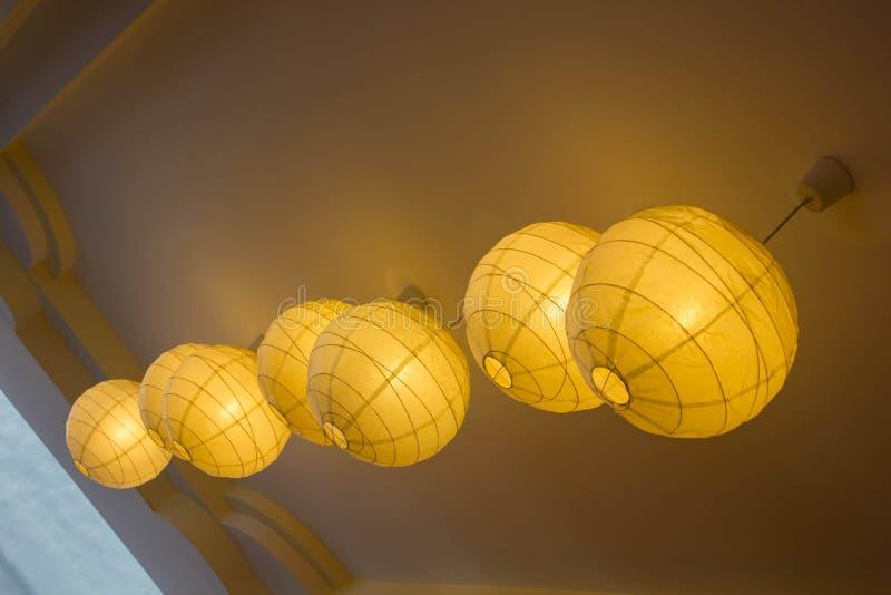 Lampada di carta classica d'attaccatura, bella lampada leggera immagine stock