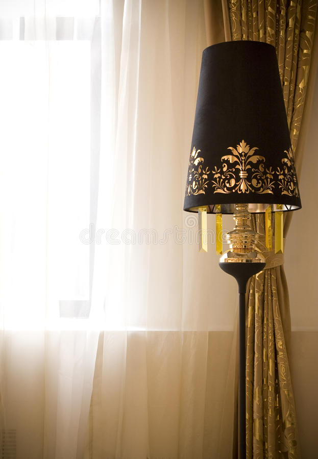Download Lampada di pavimento immagine stock. Immagine di stanza - 14706483
