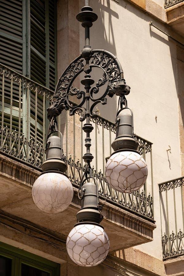 Lampada di via d'annata - città di Barcellona Spagna immagini stock libere da diritti