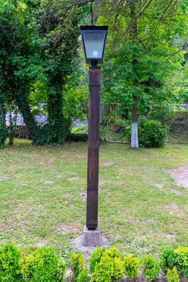 Lampada di via nel ` complesso etnografico di Etera del ` in Bulgaria fotografia stock
