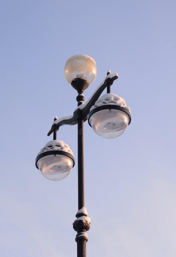 Lampada di via nel vecchio stile fotografie stock