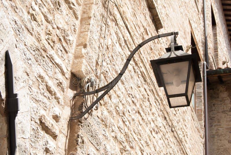 Lampada di via urbana particolare della Toscana immagini stock libere da diritti