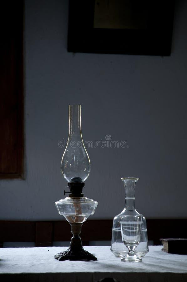 Lampada e bottiglia di cherosene fotografie stock