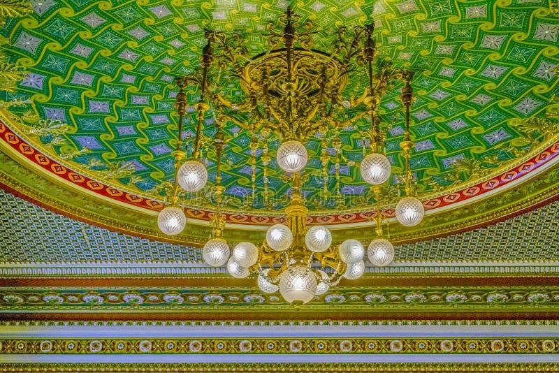 Lampada elegante del soffitto del candeliere fotografia stock