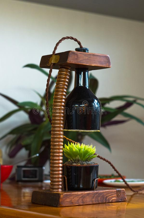 Lampada fatta a mano - corrisponda al vaso di fiore nello stile d'annata immagine stock