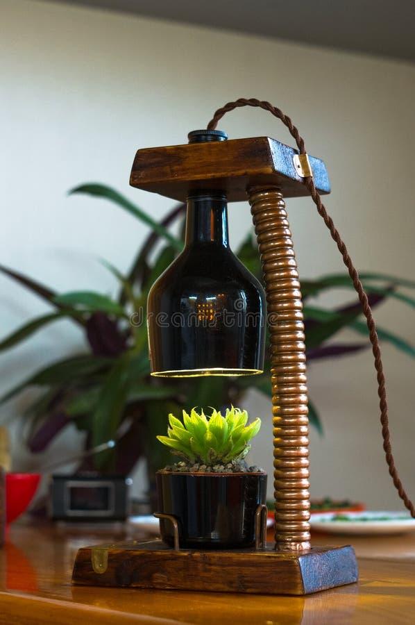 Lampada fatta a mano - corrisponda al vaso di fiore nello stile d'annata fotografia stock libera da diritti