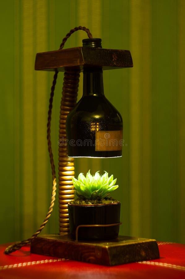 Lampada fatta a mano - corrisponda al vaso di fiore nello stile d'annata fotografie stock