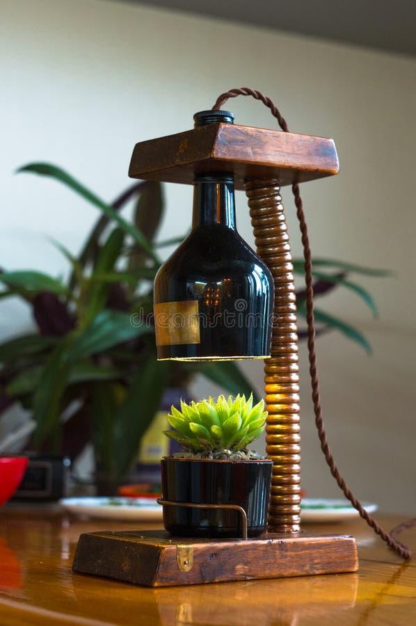 Lampada fatta a mano - corrisponda al vaso di fiore nello stile d'annata fotografie stock libere da diritti