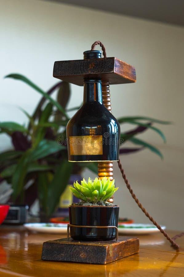 Lampada fatta a mano - corrisponda al vaso di fiore nello stile d'annata immagini stock