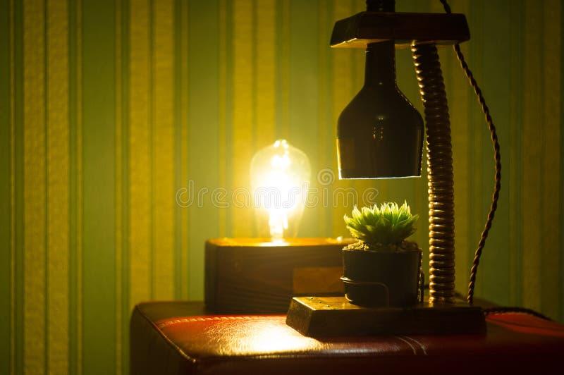 Lampada fatta a mano - corrisponda al vaso di fiore nello stile d'annata fotografia stock