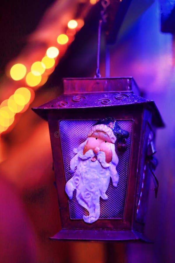 Lampada festiva di Santa Lantern delle luci di Natale immagini stock libere da diritti