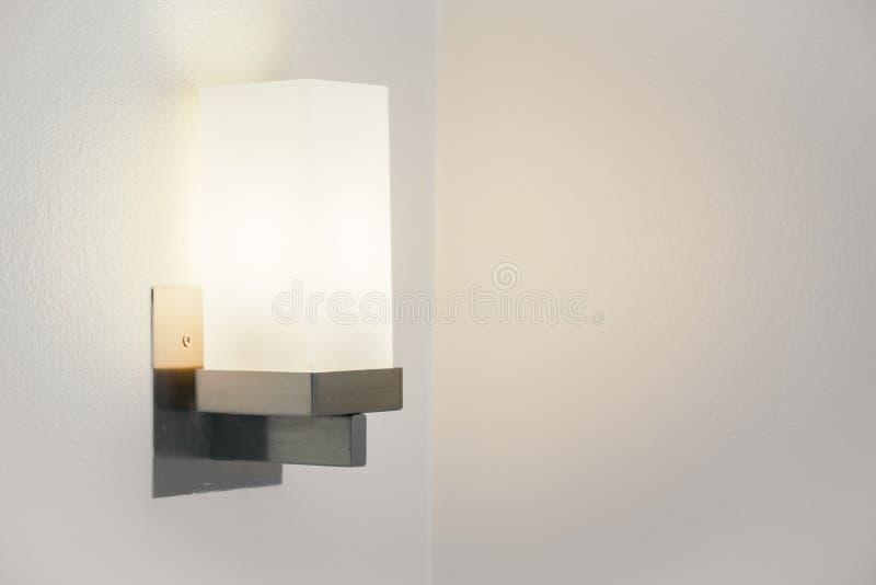 Lampada leggera sulla parete fotografia stock