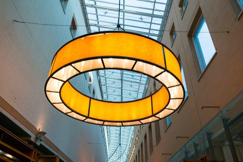 Lampada moderna della galleria di acquisto, Hilversum, Paesi Bassi fotografie stock libere da diritti