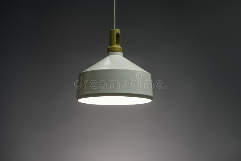 Lampada moderna illuminata, candeliere elegante della luce del pendente illuminato immagine stock libera da diritti