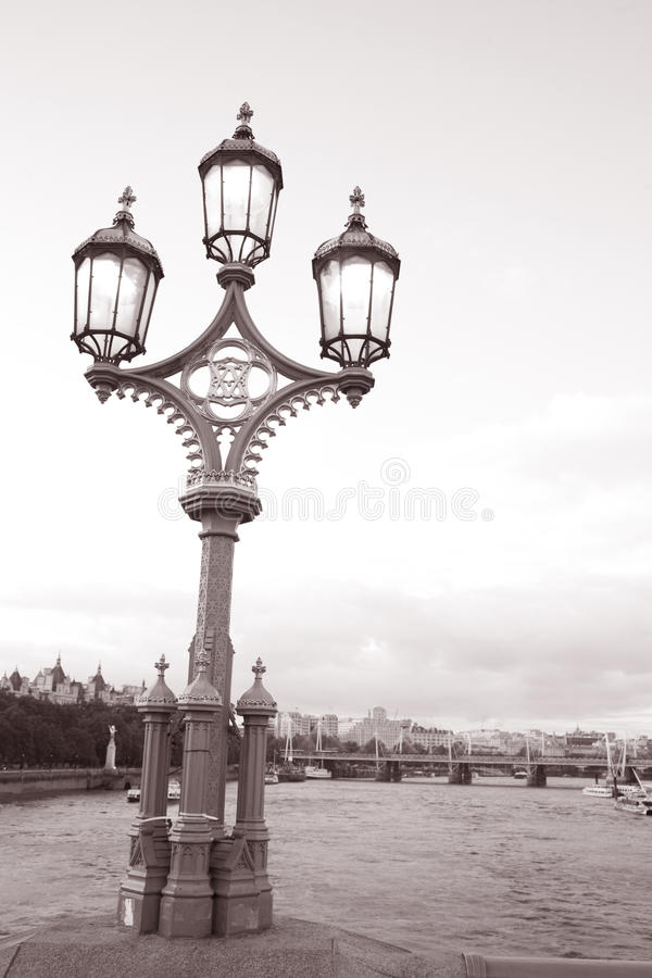 lampadaire de passerelle de westminster londres photo. Black Bedroom Furniture Sets. Home Design Ideas