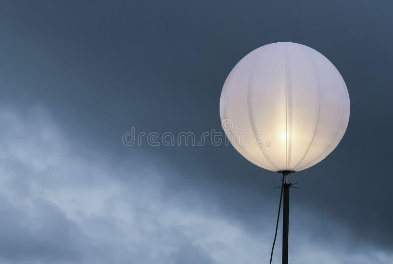 Lampadaire en ciel bleu photos libres de droits