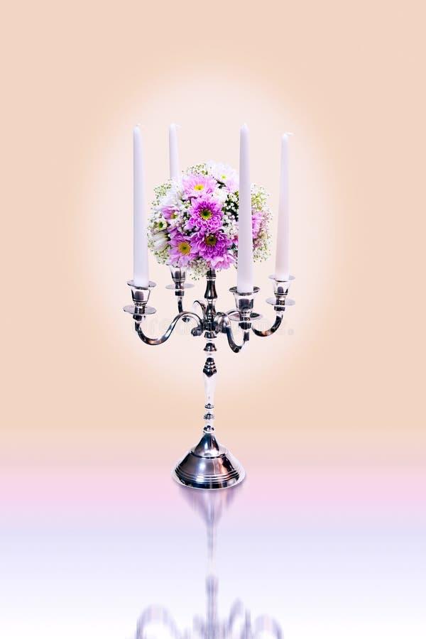 Lampadari e mazzo del fiore immagine stock