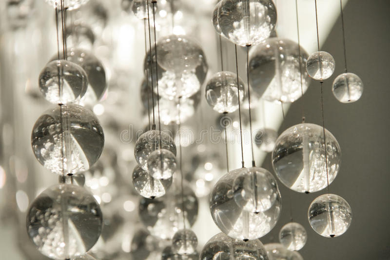 Lampadario a bracci a cristallo contemporaneo fotografia stock