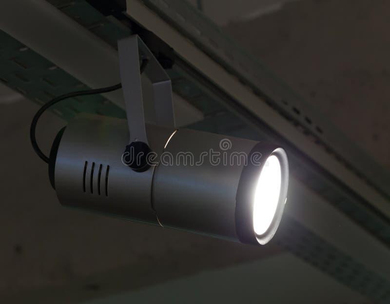 Download Lampadario A Bracci Moderno Fotografia Stock - Immagine di luci, tecnologia: 56880482