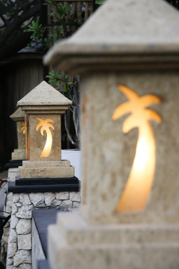 Lampade di via decorative in tropicals immagini stock