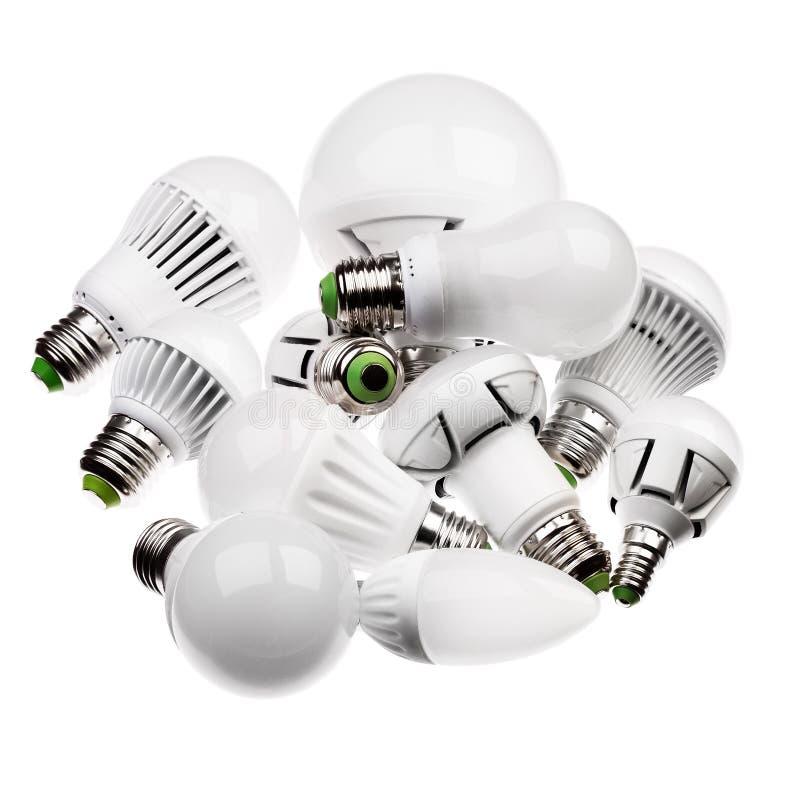 Lampade GU10 e E27 del LED con incavi differenti isolati su briciolo immagine stock libera da diritti