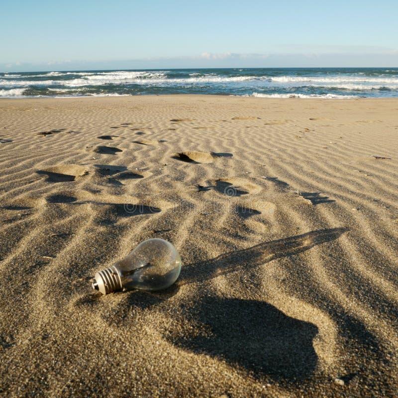 Lampadina su Sandy Beach immagini stock