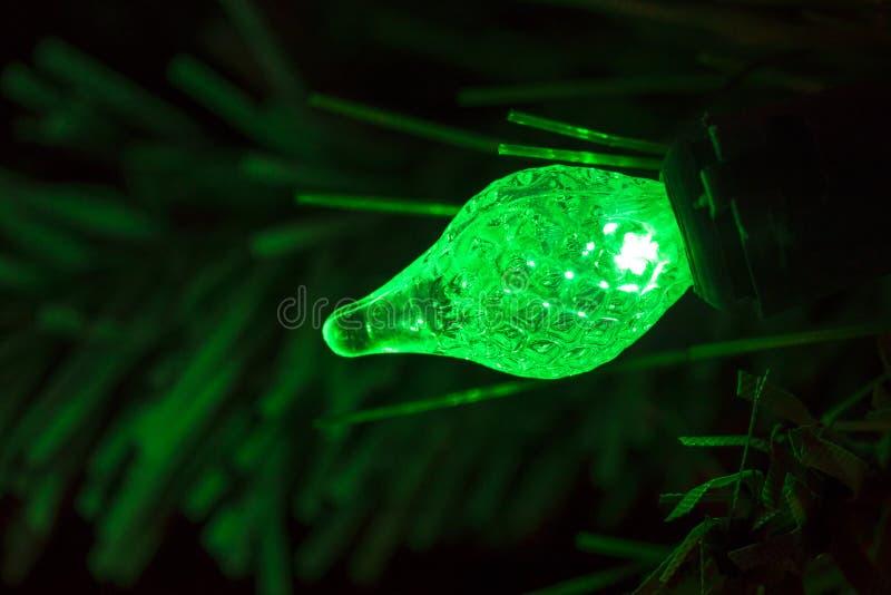 Lampadina verde dell'albero di Natale fotografia stock libera da diritti