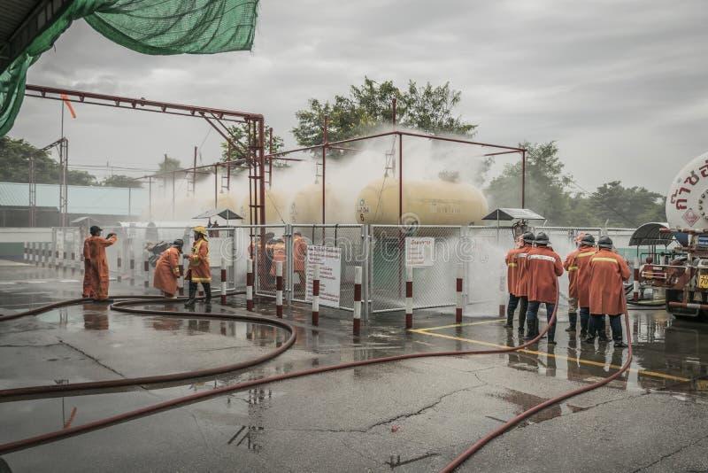 Lampang Tailandia agosto 30, 2018, piani di protezione contro l'incendio di pratica e di addestramento, stoccaggio di gas di GPL fotografia stock