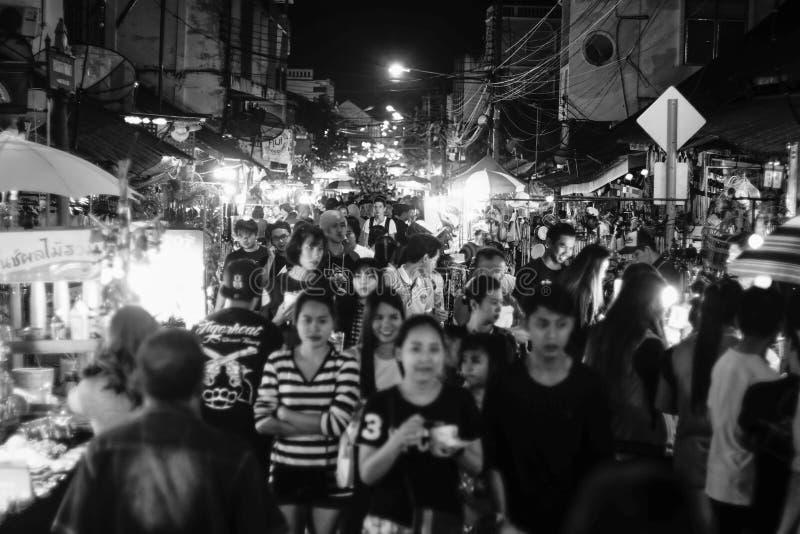 Lampang, Thailand - december 13, 2015: Niet geïdentificeerde mensen bij Thaise traditionele markt lampang Provincie, Thailand stock afbeeldingen