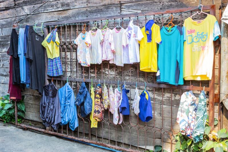 LAMPANG, THAILAND - op 11 Januari, 2019: Lekdeur, staalkader dat niet bruikbaar is stock foto