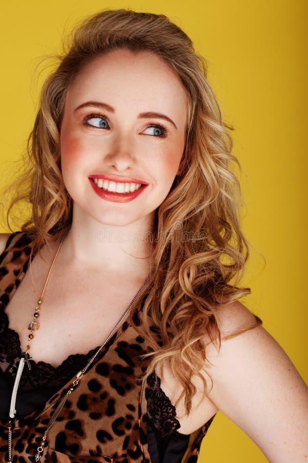 lamparta druków uśmiechnięta odgórna target687_0_ kobieta zdjęcia royalty free