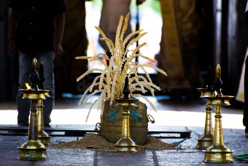 Lampe à pétrole en laiton traditionnelle du Kerala - utilisée pour épouser/pooja images stock