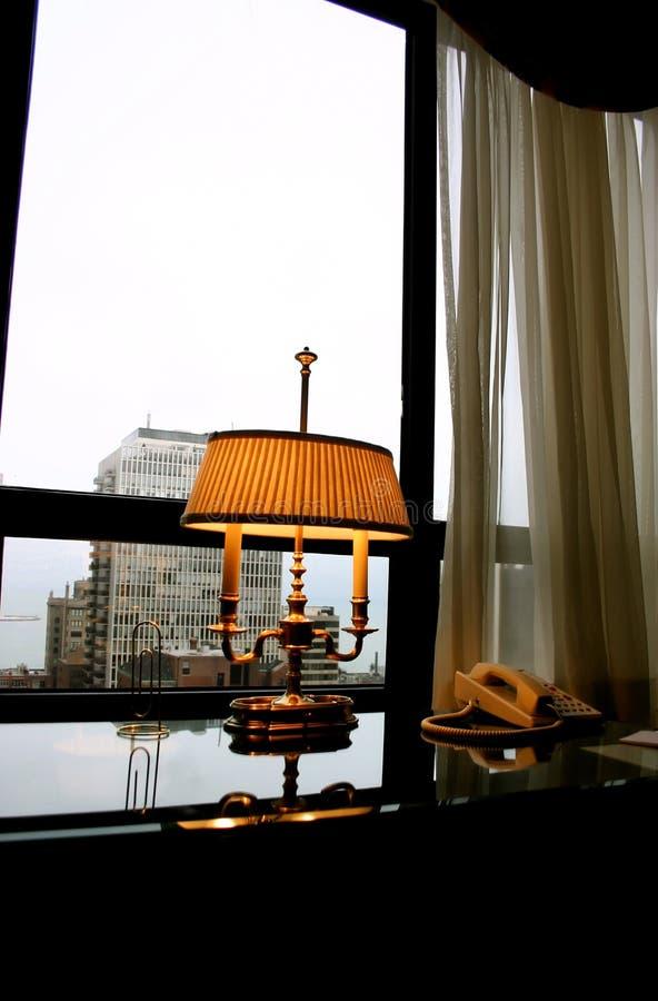 Lampe antique de bureau image stock