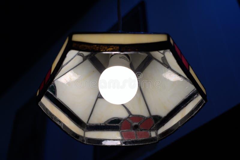 Lampe antique de plafond avec l'ampoule image libre de droits