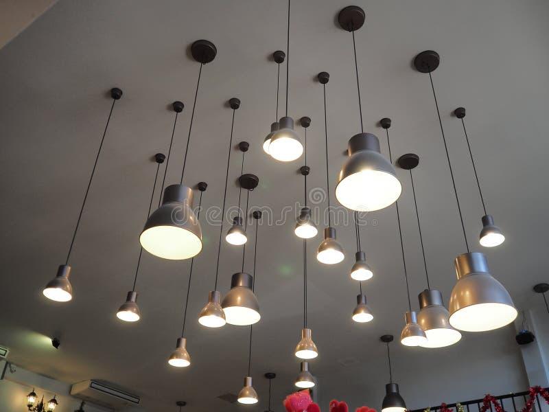 Lampe auf Decke stockfotografie
