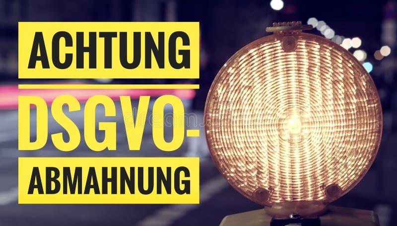 Lampe avec en l'allemand Achtung DSGVO-Abmahnung dans l'avertissement anglais d'une attention DSGVO GDPR photographie stock libre de droits