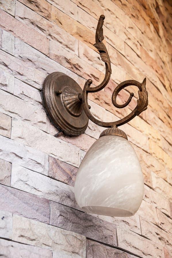 Lampe classique en bronze de vintage image stock