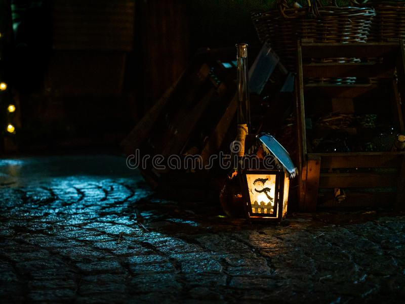Lampe de bougie de Noël avec un motif de bonhomme de neige photographie stock libre de droits