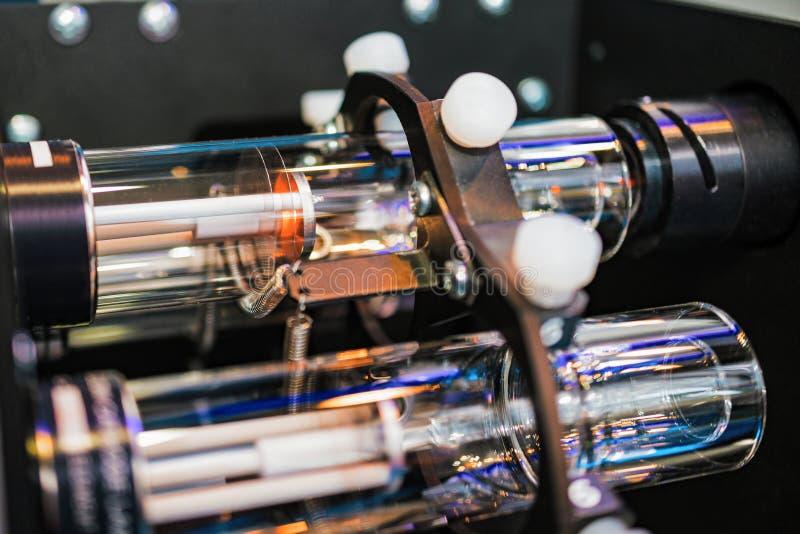 Lampe de cathode, élément électronique d'équipement scientifique et de laboratoire photos stock