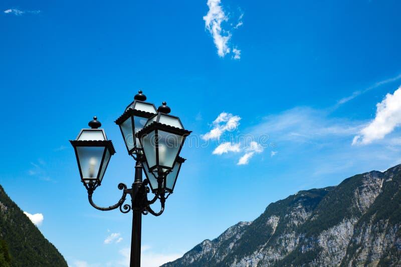 Lampe de ciel bleu de Hallstadt Autriche de paysage photographie stock libre de droits