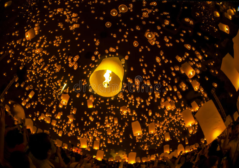 Lampe de flottement de gens thaïlandais image stock