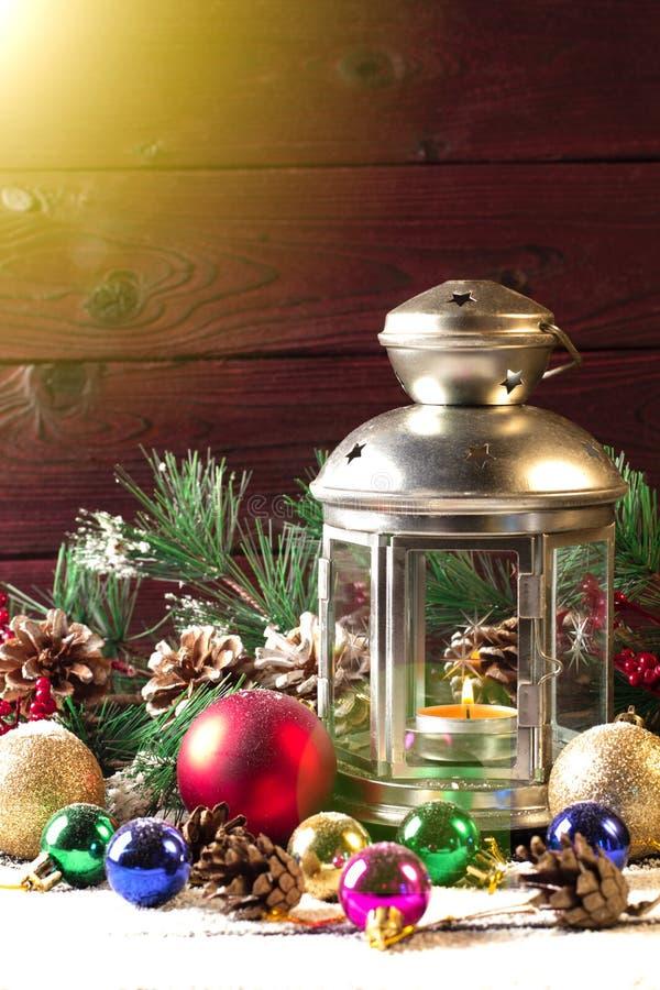 Lampe de Noël sur la table en bois images libres de droits