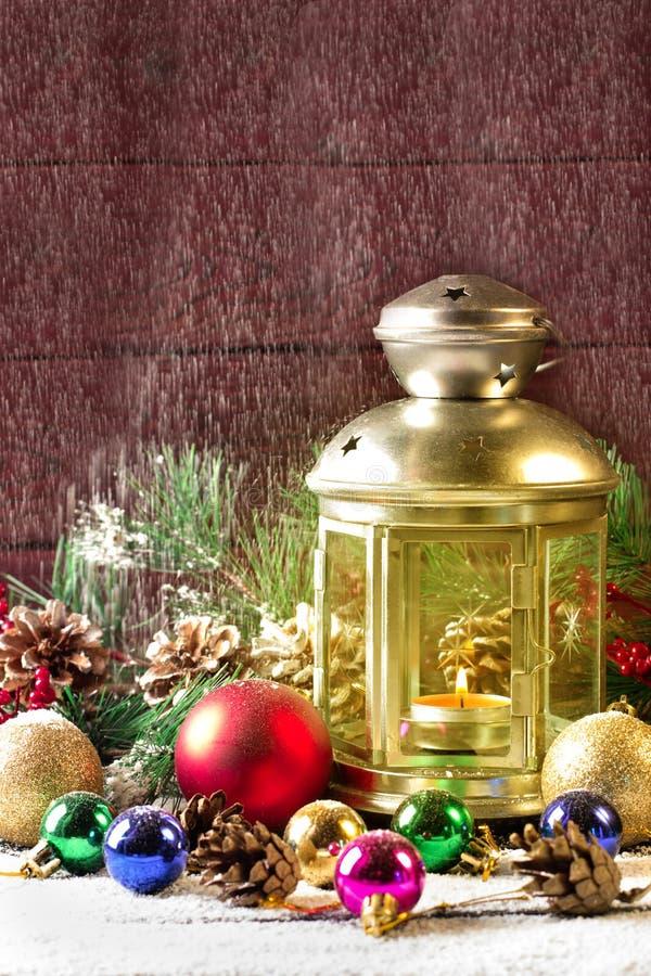 Lampe de Noël sur la table en bois photographie stock