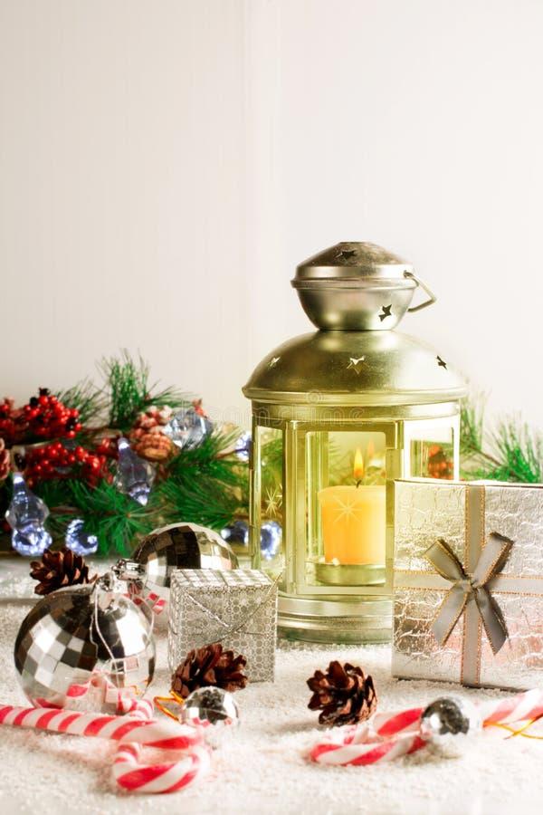 Lampe de Noël sur le blanc photographie stock libre de droits