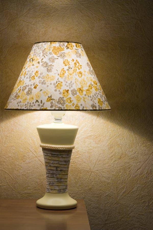 Download Lampe de nuit image stock. Image du pièce, raboteuse, décor - 8657821