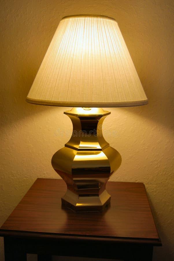 Lampe de Tableau sur la table de chevet images libres de droits