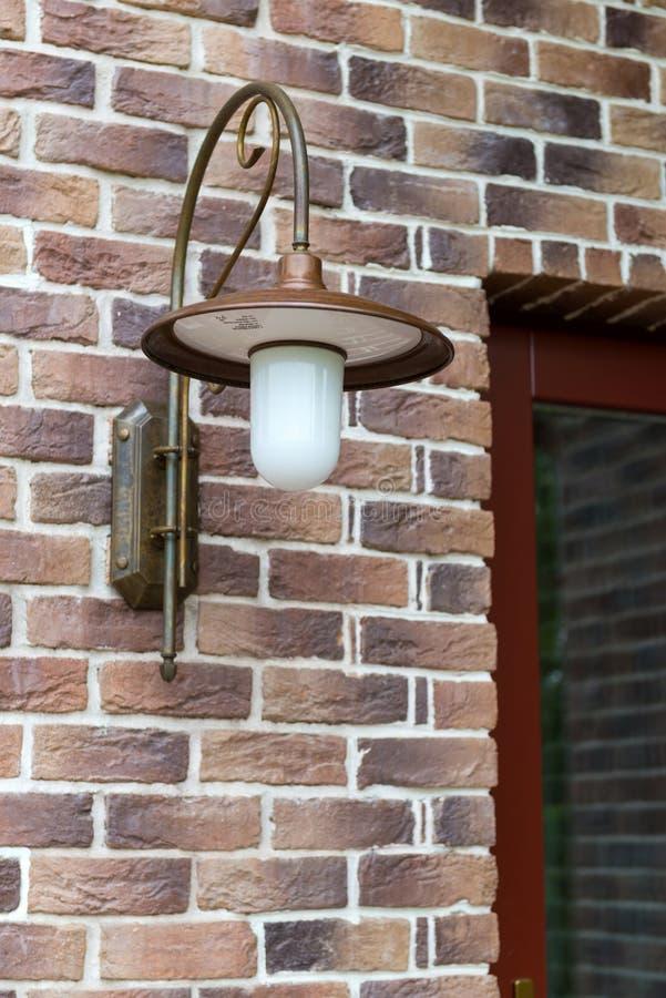 Lampe an der Haustür lizenzfreies stockfoto