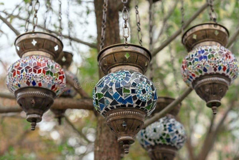 Lampe in der orientalischen Art mit einem Mosaikentwurf lizenzfreies stockfoto