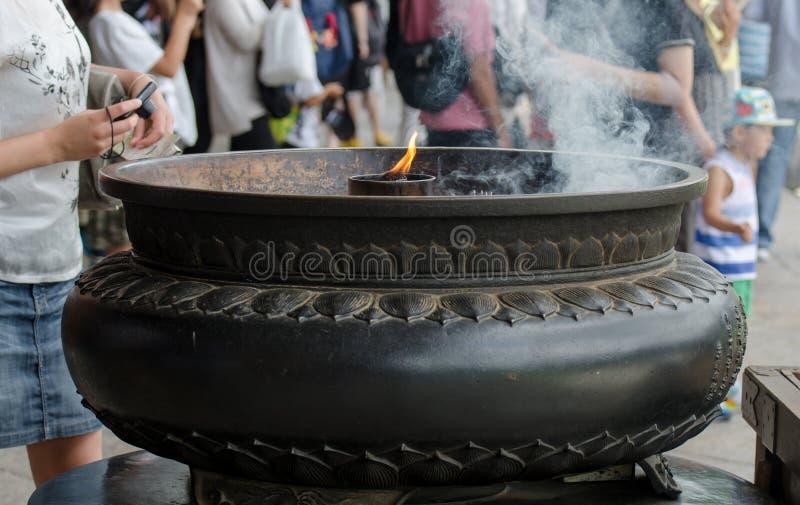 Lampe, die in Todaiji-Tempel, Nara, Japan brennt stockfotos
